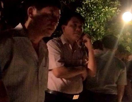 Ca chet noi trang Ho Tay: Chu tich Chung dich than ra hien truong luc nua khuya - Anh 1