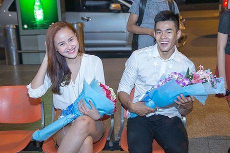 Khanh Ngan diu dang ra san bay don A vuong Ngoc Tinh ve nuoc - Anh 1