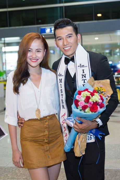 Khanh Ngan diu dang ra san bay don A vuong Ngoc Tinh ve nuoc - Anh 7