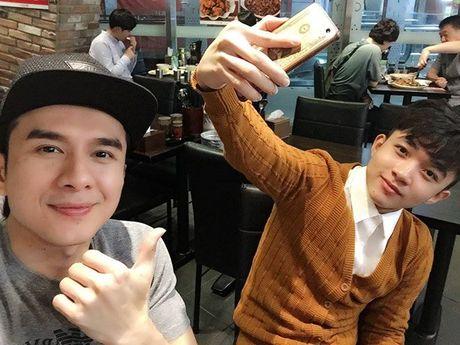 Thay tro Dan Truong - Trung Quang duoc chao don nong nhiet o Han Quoc - Anh 3