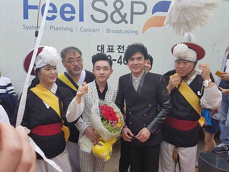 Thay tro Dan Truong - Trung Quang duoc chao don nong nhiet o Han Quoc - Anh 8