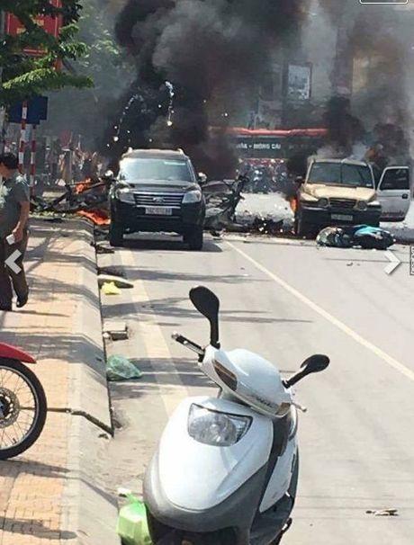 Quang Ninh: Xe taxi bat ngo no tung, hai nguoi dan ong tu vong tai cho - Anh 3