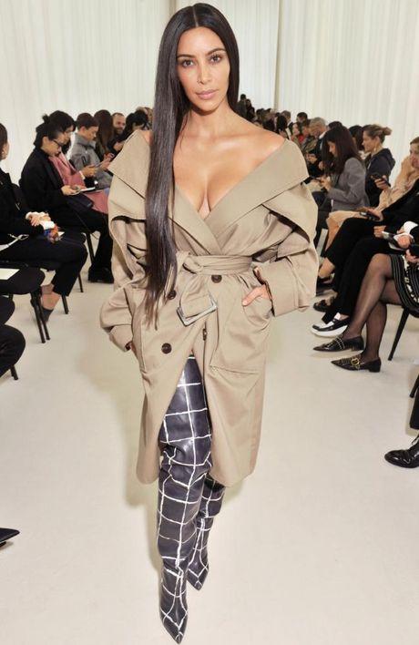 Kim Kardashian bi trom de doa bang sung, cuop trang suc 11 trieu USD tai Paris - Anh 7