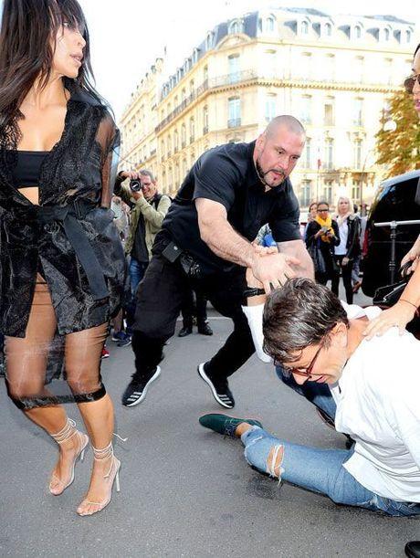 Kim Kardashian bi trom de doa bang sung, cuop trang suc 11 trieu USD tai Paris - Anh 9