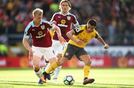 Arsenal thang tranh Burnley kieu 'tang gia boi roi' - Anh 2