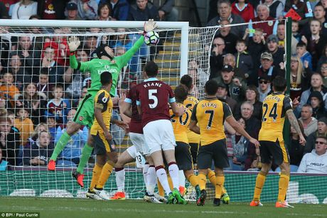 Arsenal thang tranh Burnley kieu 'tang gia boi roi' - Anh 4