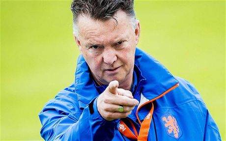 'Nguoi dac biet' Mourinho khoi dong mua giai te hai hon ca Louis 'Van Gan' - Anh 1