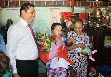 Da Nang: 5 cong dan dau tien duoc trao giay khai sinh tan nha - Anh 1