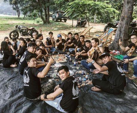 Bi kip 'song sot' khi phuot xe may tai Viet Nam cua phuot thu Anh - Anh 2