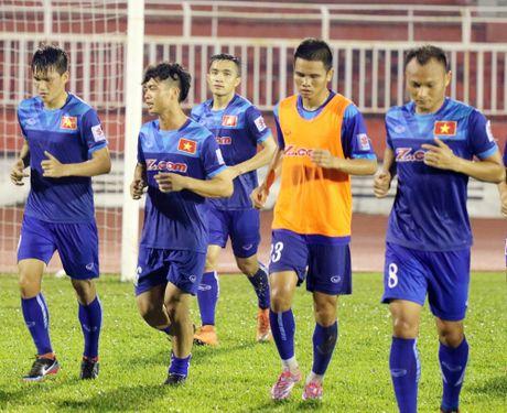 Ve Viet Nam sau 3 gio, Cong Phuong va Tuan Anh xo giay tap 'khoe nhu trau' - Anh 3