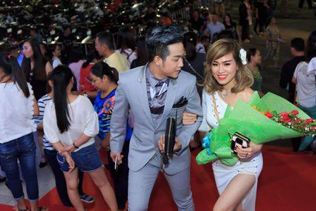Quach Tuan Du lan dau cong khai ban gai khi di xem show Mr Dam - Anh 1