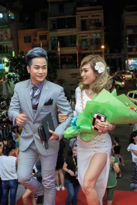 Quach Tuan Du lan dau cong khai ban gai khi di xem show Mr Dam - Anh 3