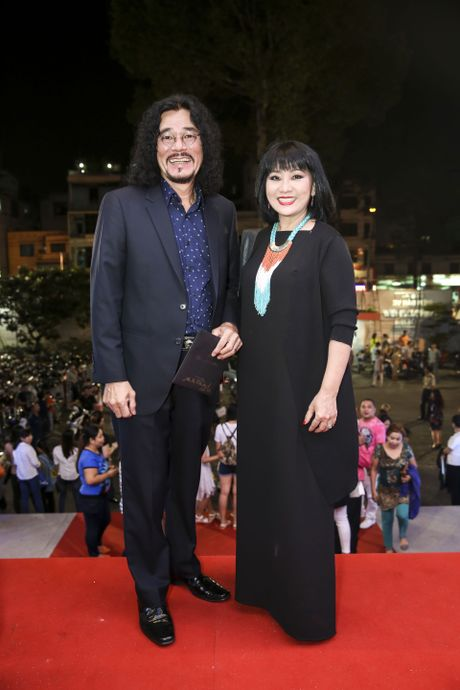 Quach Tuan Du lan dau cong khai ban gai khi di xem show Mr Dam - Anh 8
