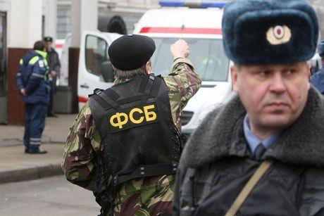 Chien dich bat giu nghi can diep vien Ukraine tai Nga - Anh 1
