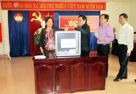 Hoa Binh: Thang cao diem xay dung quy Vi nguoi ngheo 2016 - Anh 1