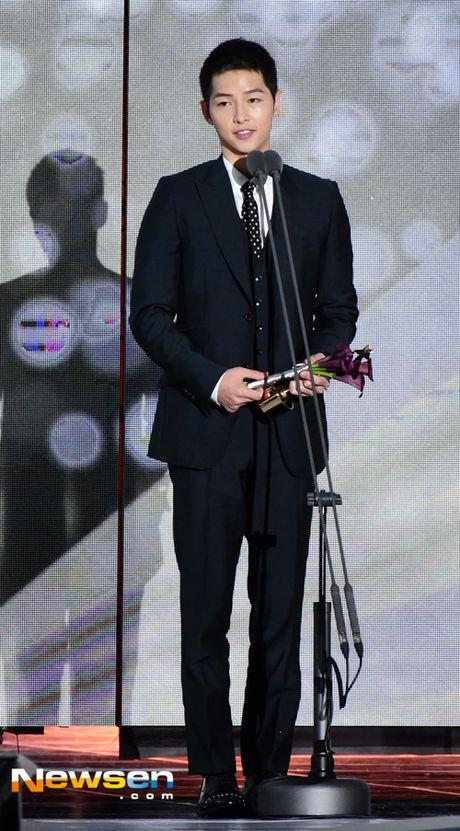 Song Joong Ki noi ve tin cuoi Song Hye Kyo khi nhan giai lon - Anh 1