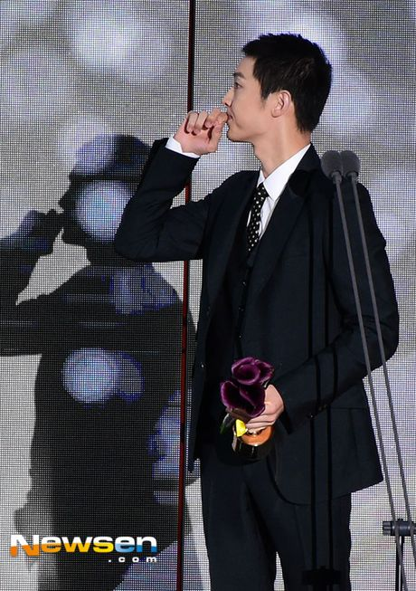 Song Joong Ki noi ve tin cuoi Song Hye Kyo khi nhan giai lon - Anh 2