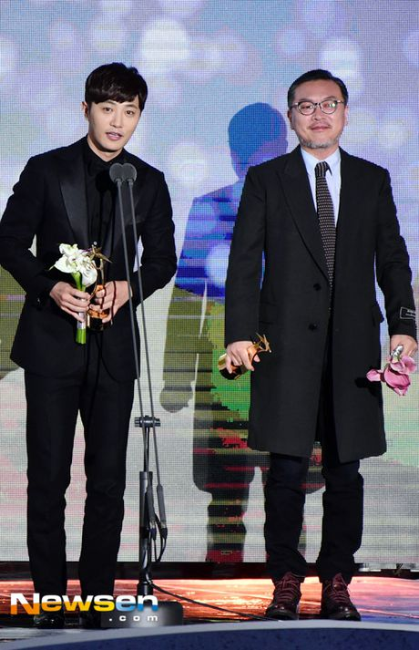 Song Joong Ki noi ve tin cuoi Song Hye Kyo khi nhan giai lon - Anh 4