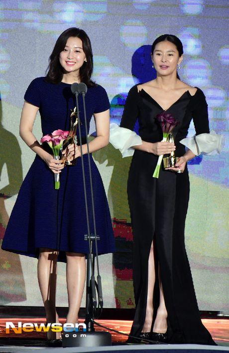 Song Joong Ki noi ve tin cuoi Song Hye Kyo khi nhan giai lon - Anh 5