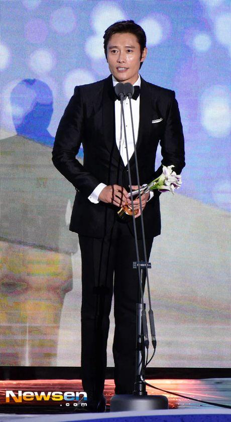 Song Joong Ki noi ve tin cuoi Song Hye Kyo khi nhan giai lon - Anh 9