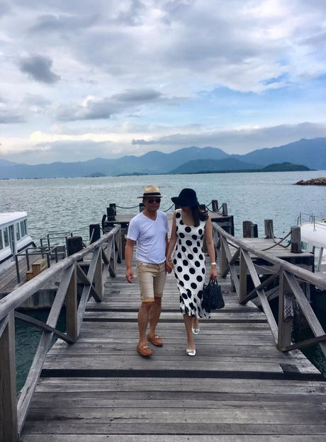 Vo chong Ha Kieu Anh dua 4 con di nghi duong - Anh 2