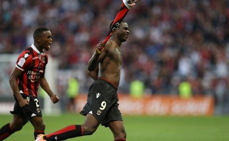 Lap sieu pham, Balotelli 'an mung' bang the do - Anh 1