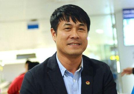 HLV Huu Thang co du bo ba 'xe - phao - ma' - Anh 1