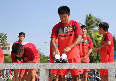 Tuan Anh o Viet Nam 4 ngay, 'nguoi hung' AFF Cup cua bong da Viet Nam chia tay san co - Anh 1