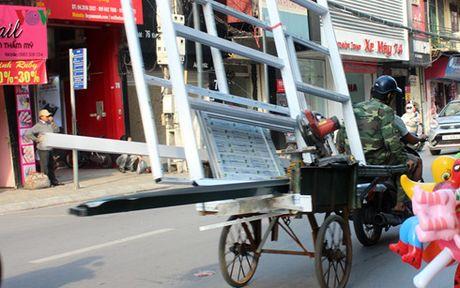 Xu ly xe cho hang cong kenh: Xin dung 'bat coc bo dia' - Anh 2
