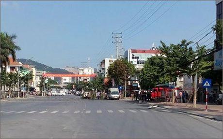 Quang Ninh: No xe taxi lam 2 nguoi tu vong - Anh 1