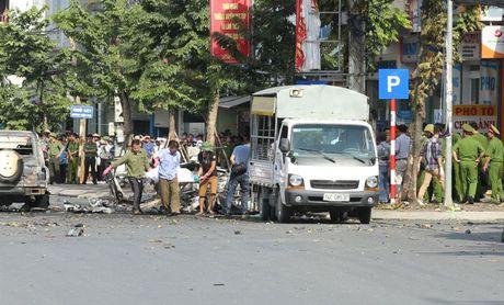 Can canh hien truong vu no xe taxi o Quang Ninh - Anh 4