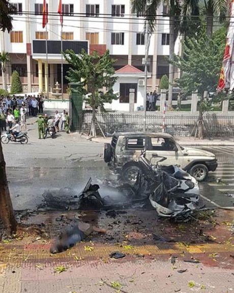 Can canh hien truong vu no xe taxi o Quang Ninh - Anh 7