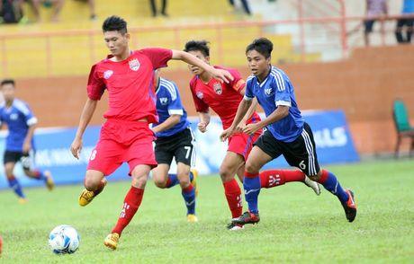 Cuu tuyen thu Minh Chien trang tay tran ra quan cung U21 Binh Duong - Anh 1