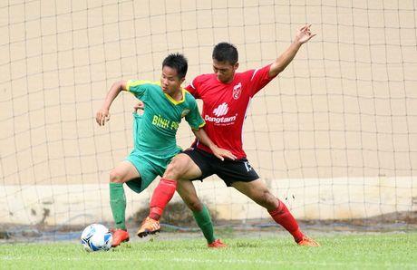 Cuu tuyen thu Minh Chien trang tay tran ra quan cung U21 Binh Duong - Anh 2