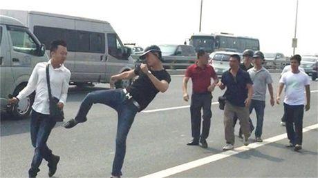 """De nghi Bo truong Cong an xu nghiem vu """"gat tay trung ma"""" phong vien - Anh 2"""