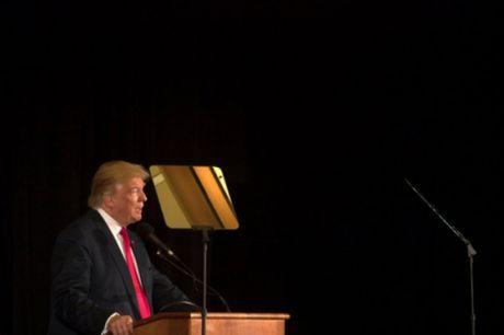 Ong Trump bi cam gay quy tu thien o bang New York - Anh 1