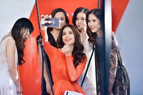 Pham Huong tranh thu selfie, Lilly Nguyen ngu gat khi chup anh - Anh 2