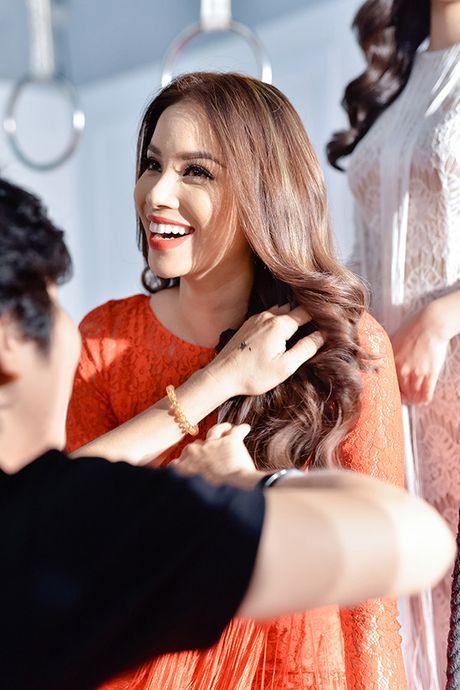 Pham Huong tranh thu selfie, Lilly Nguyen ngu gat khi chup anh - Anh 3