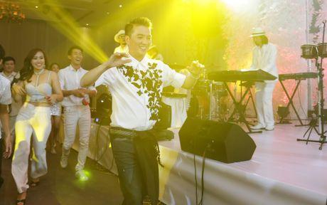 Dam Vinh Hung 'quay' het co trong tiec sinh nhat xa hoa - Anh 12