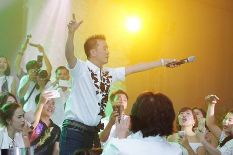 Dam Vinh Hung 'quay' het co trong tiec sinh nhat xa hoa - Anh 7
