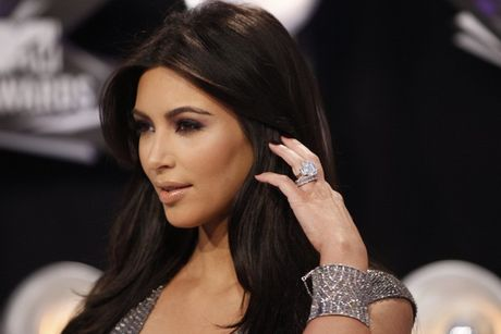 Bi cuop dien thoai, Kim Kardashian co the lo anh nong voi chong - Anh 1