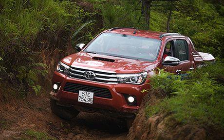 Toyota Hilux va mot chuyen di dang nho - Anh 2