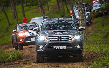 Toyota Hilux va mot chuyen di dang nho - Anh 5