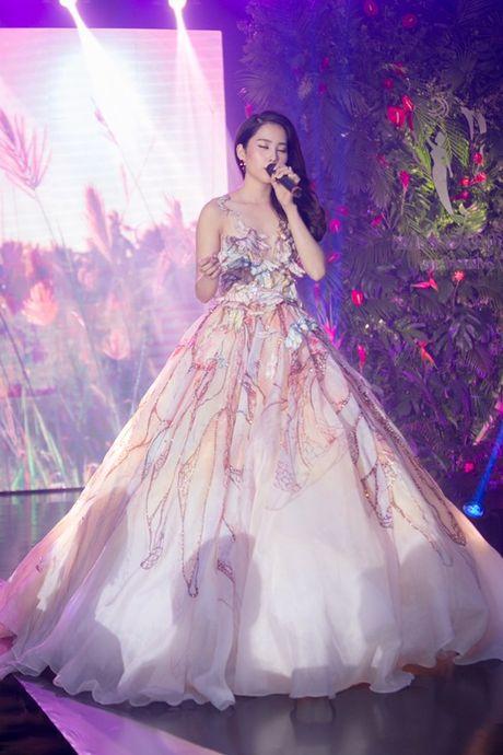 Ngam trang phuc dan toc, trang phuc da hoi cua Nam Em tai Miss Earth - Anh 6