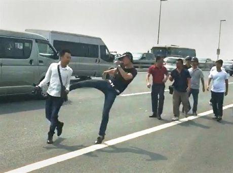Giao ban bao chi Ha Noi: chua co cau tra loi vu phong vien xo xat voi cong an - Anh 1