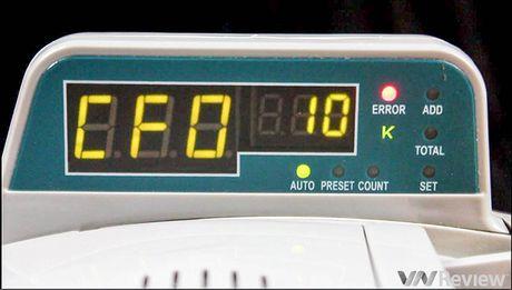 Tren tay may dem tien Silicon MC-8600, phat hien duoc tien gia - Anh 14