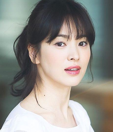 Song Hye Kyo dung so 1 trong cac 'Nu than chau A' - Anh 1