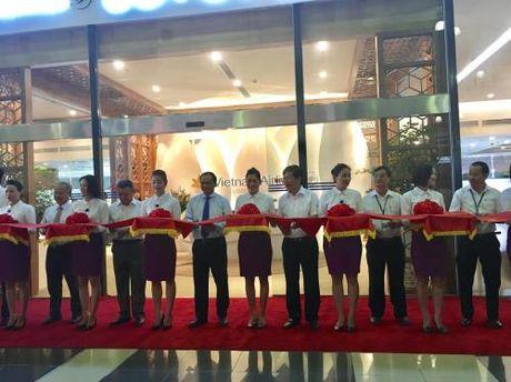 Vietnam Airlines khai truong Phong khach Bong Sen tai san bay Noi Bai - Anh 1