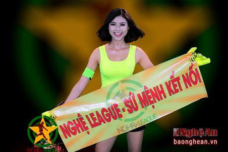 Dao Thi Ha dong hanh cung giai bong da Hoi dong huong xu Nghe tai Ha Noi - Anh 1