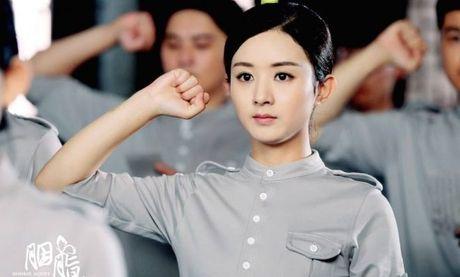 Trieu Le Dinh chan dong canh hon, Duong Duong khong goi dau vi vai dien - Anh 1